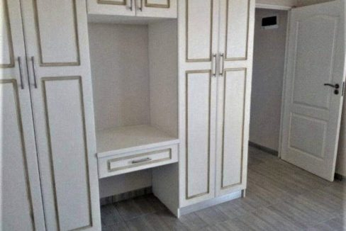(Flat)Build-in cupboards and dresser