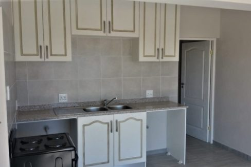 (Flat)Kitchen with waching machine and dishwasher connections