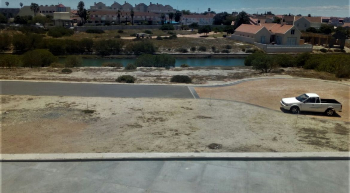 Two bedroom house with flat for sale on Admiral Island, 24 hour security estate in Port Owen, Velddrif (18)