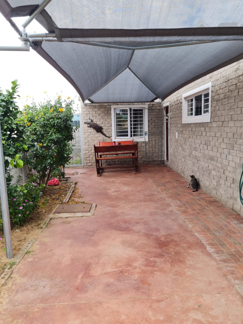 THREE BEDROOM HOME ON THE BERG RIVER